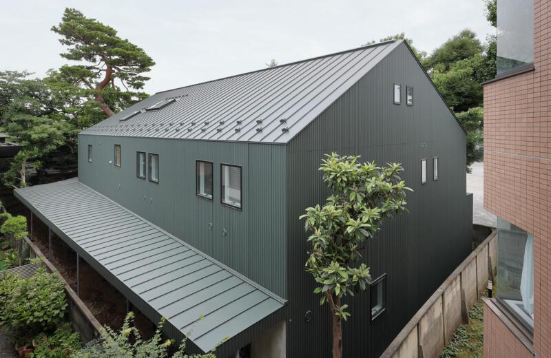 J R山手線目白駅、緑ゆたかなテラスハウス